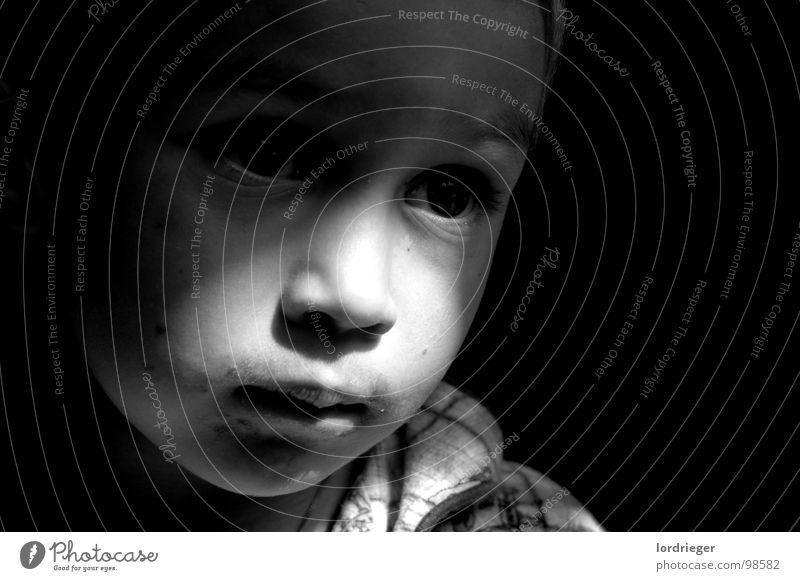 sandro elias rieger Kind dunkel schwarz wach Kleinkind Junge hell weis Auge Mund