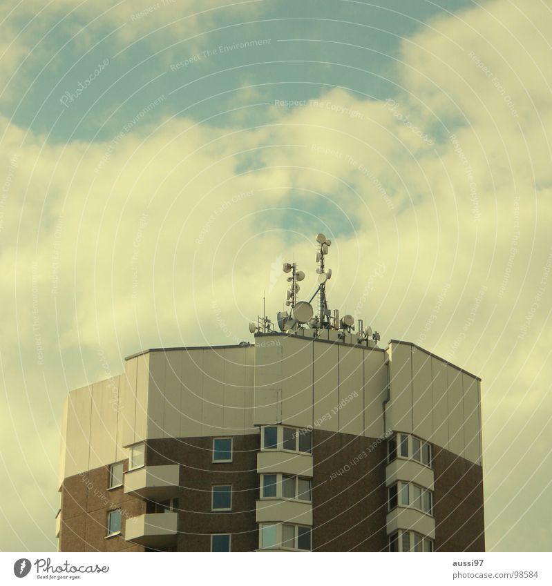 Hertzschmerz Antenne Hochhaus Stadt senden Sendeleistung Strahlung Etage Dach Penthouse Smog Elektrisches Gerät Technik & Technologie Frequenz Rundfunksendung
