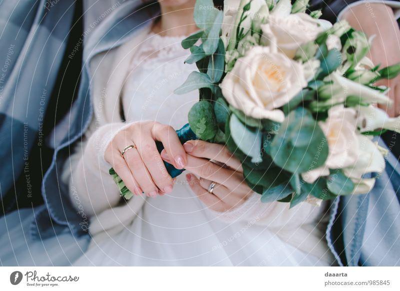 der Tag und die Blumen elegant Stil Freude Feste & Feiern Hochzeit feminin Partner Hand Finger Pflanze Rose Blatt Brautkleid Ring Ehering Engagement