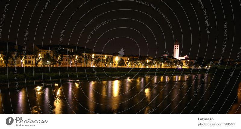 Schlaflos in Verona dunkel Nacht Licht Reflexion & Spiegelung Kirchturm Abend Italien Europa Stadt Architektur Fluss Wasser Religion & Glaube