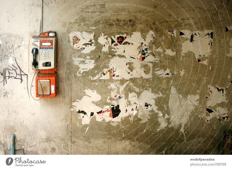 warum ruft sie nicht an... Einsamkeit grau Traurigkeit Mauer Graffiti warten Telefon Trauer trist Telekommunikation Kontakt Verzweiflung Schwäche Thailand
