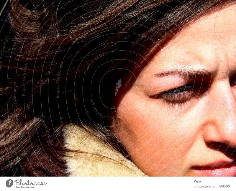 die symphonie Frau schön Sonne Winter Gesicht Einsamkeit Wind Nase Trauer Verzweiflung Georgien