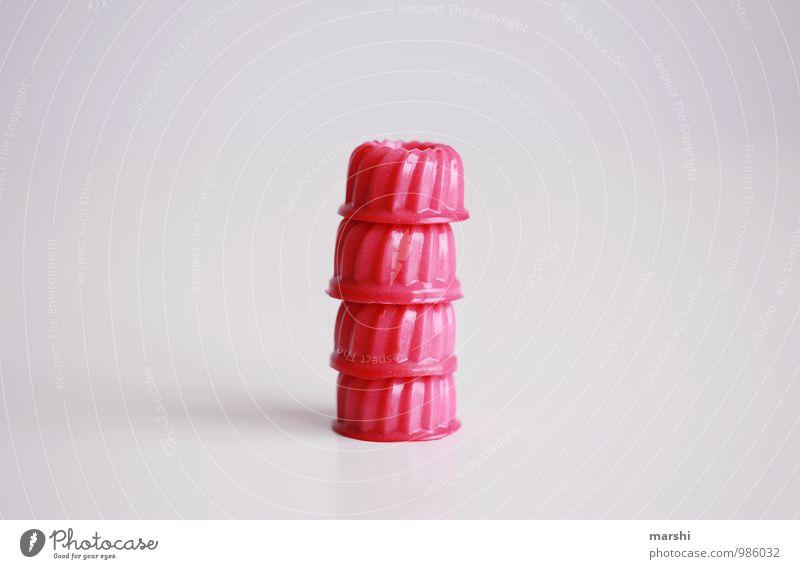 mit Essen spielt man nicht... Lebensmittel Dessert Süßwaren Ernährung rosa Kalorienreich Götterspeise schön Stapel 4 Farbfoto Innenaufnahme Studioaufnahme