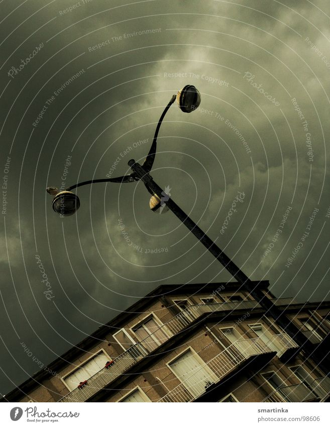 Untergang Himmel Haus Wolken Angst Ecke Leidenschaft Laterne Frankreich Gewitter Verkehrswege Panik untergehen dramatisch Apokalypse
