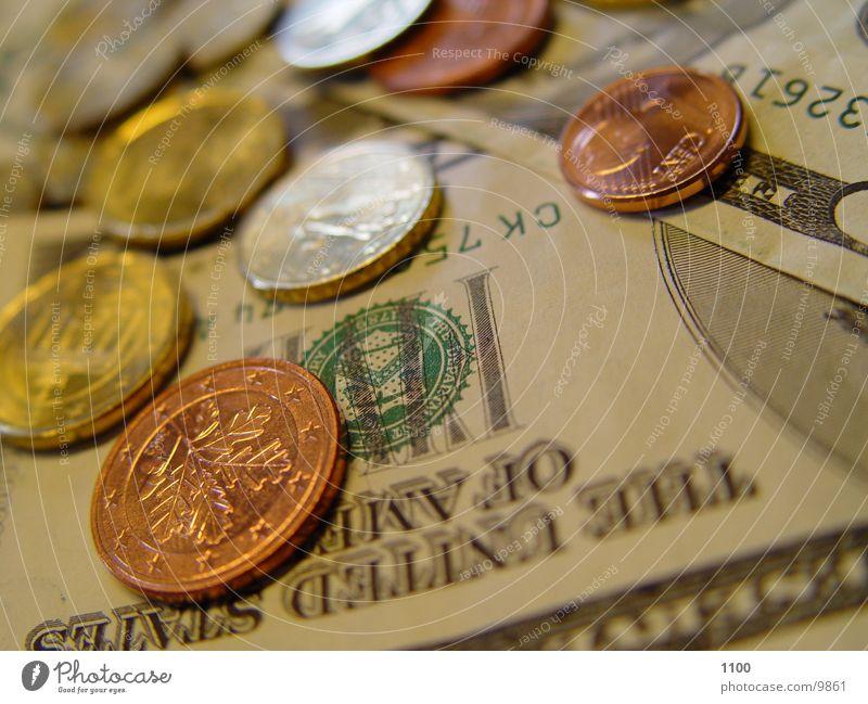 cash US-Dollar Geld Geldmünzen Geldscheine Cent Makroaufnahme Nahaufnahme Kapitalwirtschaft Euro