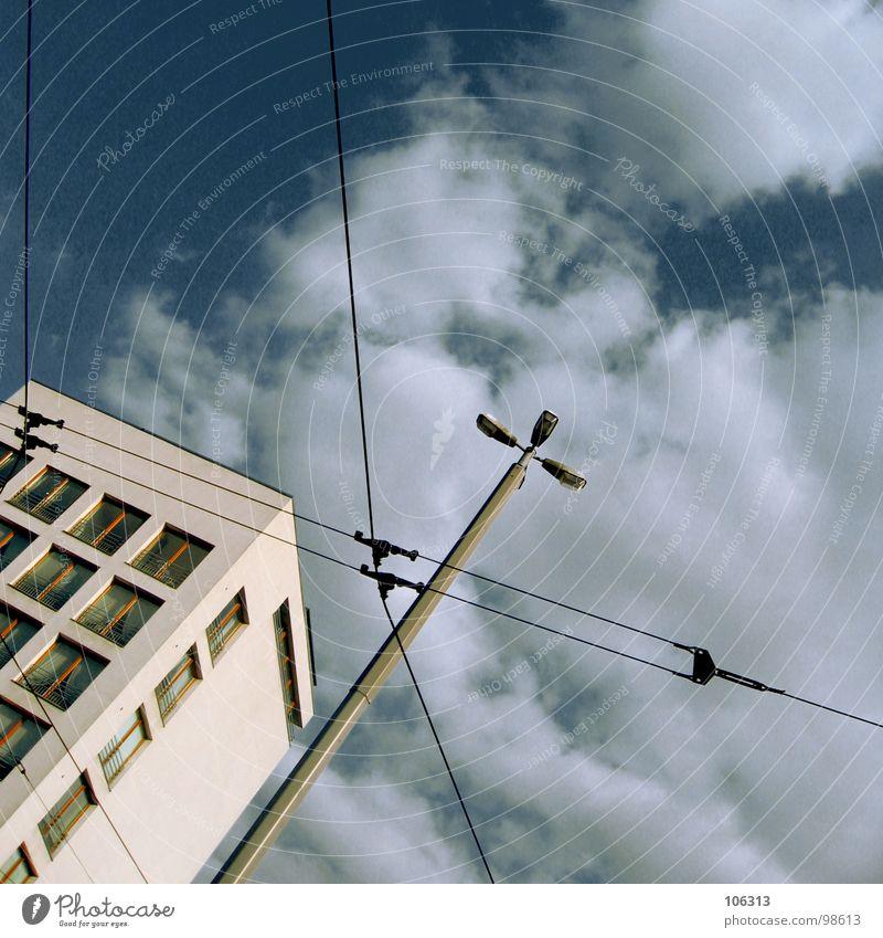 KONTROLLZENTRUM BREMEN-SÜD Himmel Stadt schön Wolken Haus Fenster Leben Architektur Innenarchitektur Mauer Lampe Linie hell Metall Arbeit & Erwerbstätigkeit