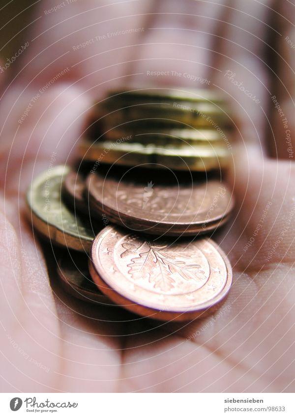 Pleite Geld Armut kaufen Trauer Sicherheit Euro Verzweiflung schäbig Insolvenz Kapitalwirtschaft Geldmünzen kurz notleidend Mangel armselig elend