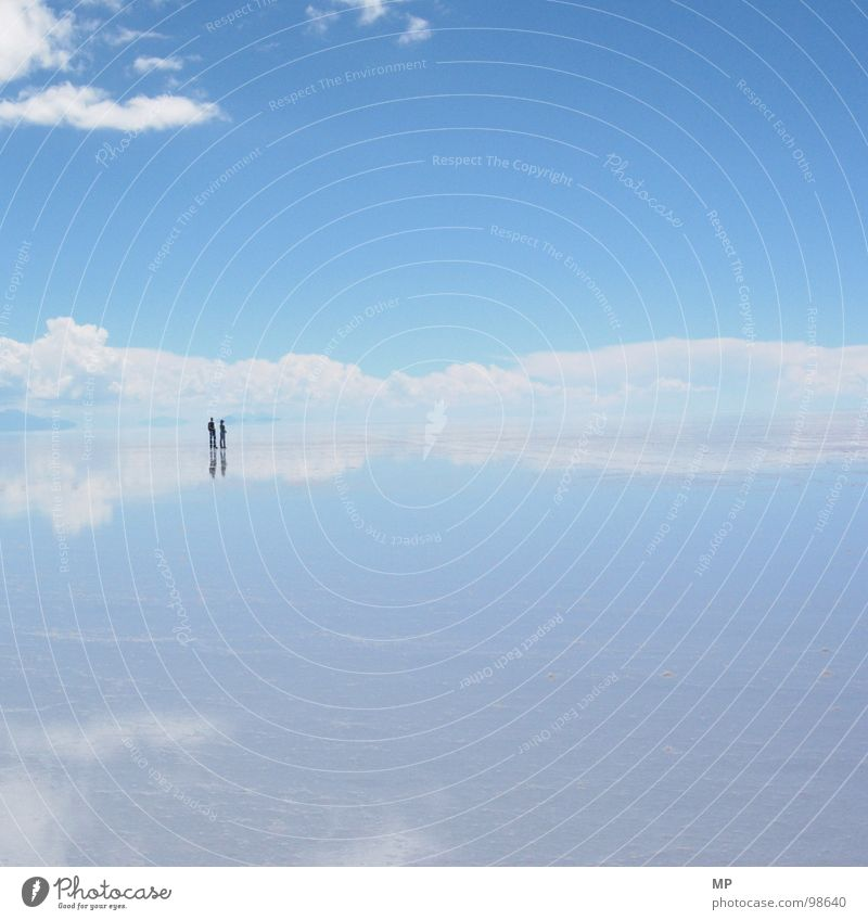 Aeronauten Himmel Salar de Uyuni Salzsee Spiegel Bolivien Wolken Abenteuer ungeheuerlich springen unten See blau hüpfen durchdrehen Hoffnung Ereignisse