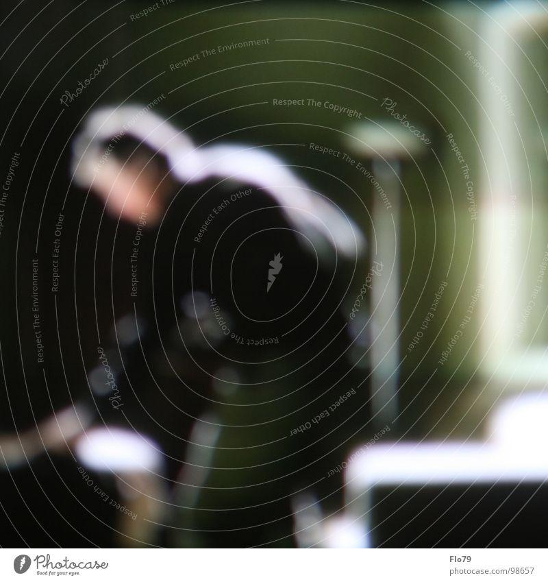 Blurred02 Mann Mensch Raum Haus Wohnung grün Unschärfe Stehlampe Sofa Aktion Bewegung berühren Farbe man shape room inside blurred floor lamp sich beugen bend