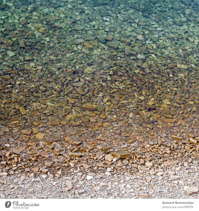 seichtes Quadrat Strand Meer Verlauf Stein Wasser Klarheit banal Kies