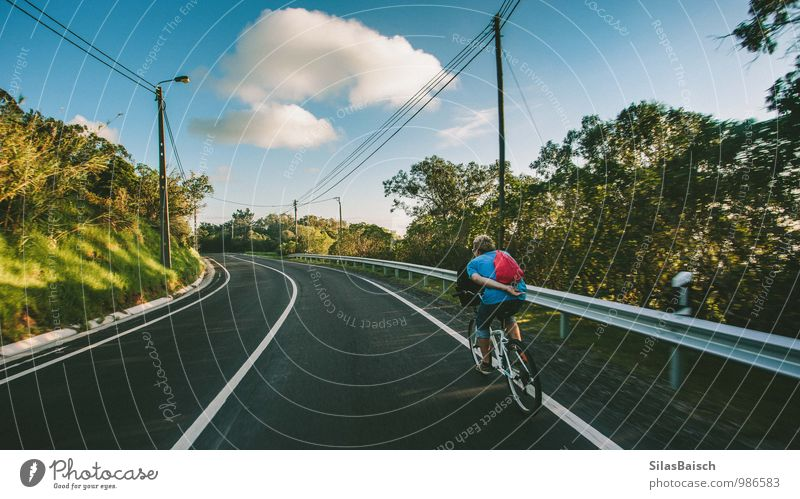 Fahrradtour 01 Mensch Himmel Ferien & Urlaub & Reisen Jugendliche Sommer Wolken Junger Mann 18-30 Jahre Wald Erwachsene Berge u. Gebirge Straße Sport Freiheit