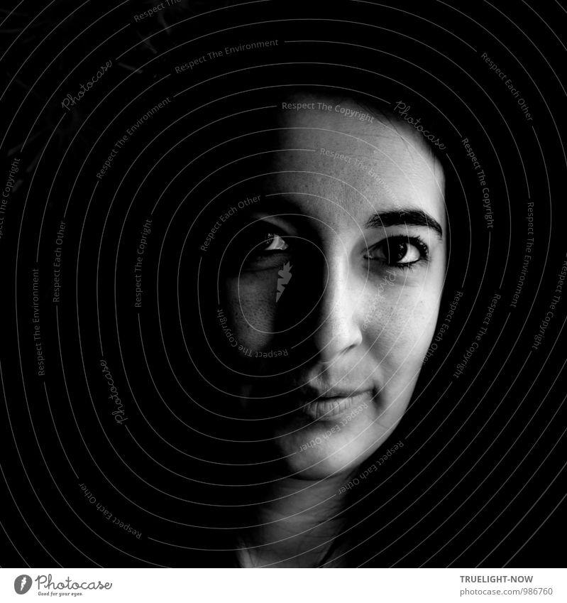 icu Mensch feminin Junge Frau Jugendliche Kopf Gesicht Auge Nase Mund Lippen 1 18-30 Jahre Erwachsene beobachten Denken entdecken Kommunizieren Lächeln leuchten