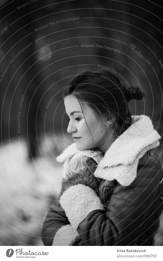 Jugendliche schön Junge Frau Freude 18-30 Jahre Winter Wald Erwachsene Gefühle Schnee Haare & Frisuren Stimmung Mode Bekleidung niedlich Beautyfotografie