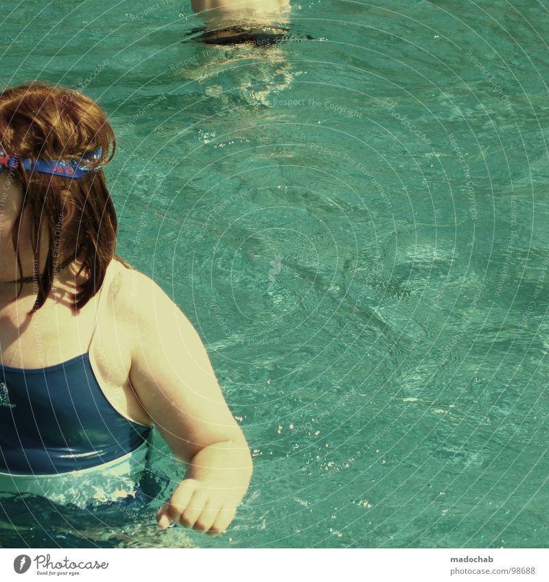 DÜNNES KIND Mädchen Kind Jugendliche rot rothaarig Retro-Trash Schwimmbad Hand Badeanzug nass Siebziger Jahre retro Mensch girl übergewicht child hänseleien