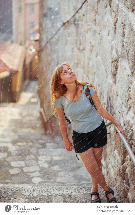 Ribeira Mensch Ferien & Urlaub & Reisen Jugendliche Stadt Sommer Junge Frau Freude Ferne Leben feminin Freiheit Fassade Freizeit & Hobby Tourismus wandern