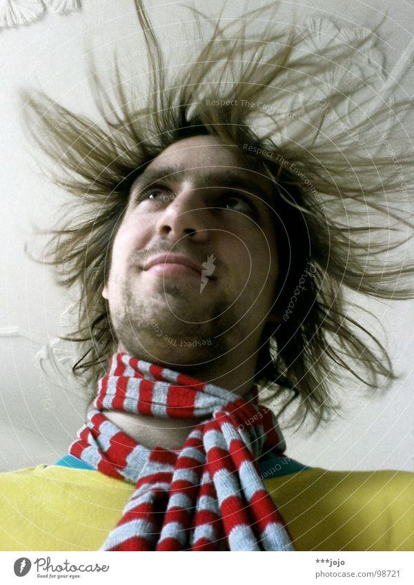 der strommann Mann Elektrizität Sturmfrisur Haare & Frisuren Froschperspektive Steckdose Freude Jugendliche grundfarben Stromschlag geladen zu berge stehen