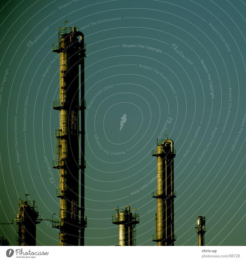 Industrie Himmel blau schwarz Wärme Linie Metall Umwelt hoch Energiewirtschaft Elektrizität Wachstum Niveau Turm Gastronomie Stahl