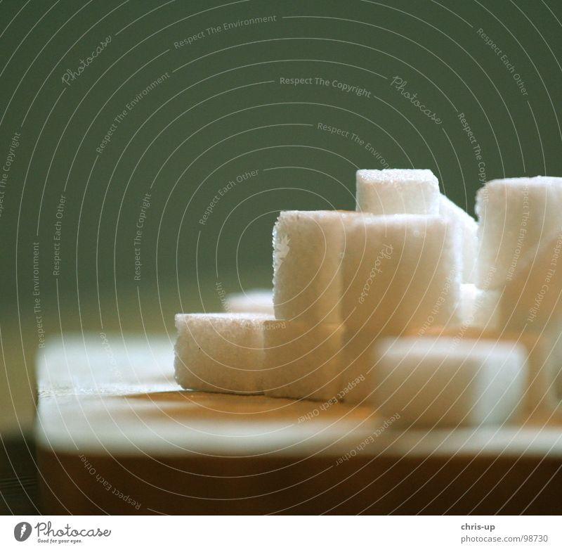 Zuckerwürfel I weiß grün Ernährung Lebensmittel Holz braun süß Europa Küche Fabrik Wut Appetit & Hunger Quadrat Süßwaren Holzbrett Blut