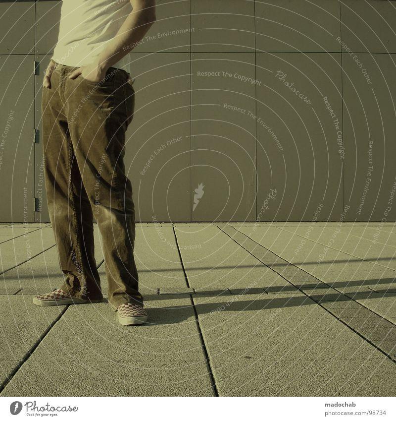 ECHTFLEISCHIMITAT - APPETIZER Mensch Mann Jugendliche Einsamkeit Stil Mode Schuhe leer stehen Coolness T-Shirt Körperhaltung einfach Hose dumm trashig