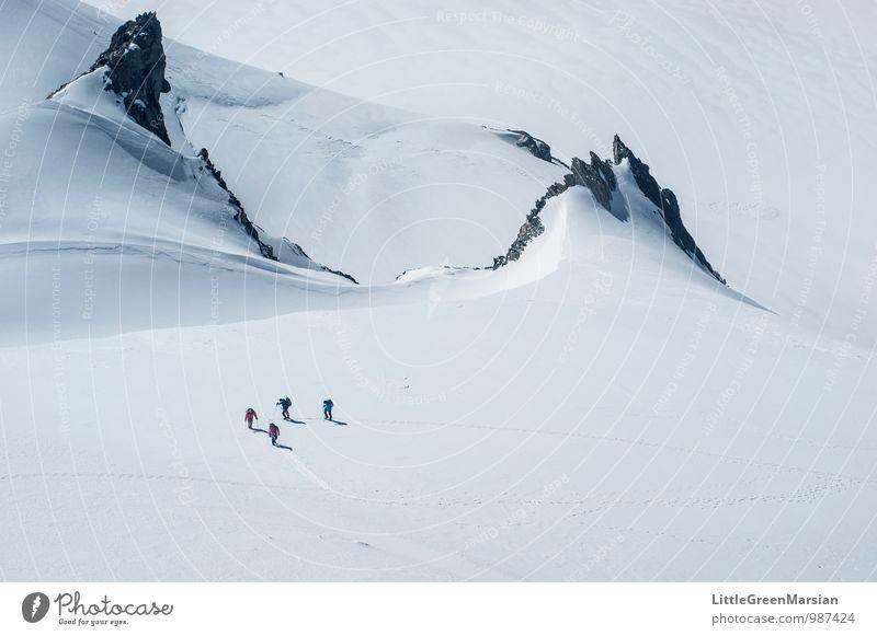 Aufstieg Abenteuer Winter Schnee Berge u. Gebirge wandern Eis Frost Alpen Schneebedeckte Gipfel Gletscher Coolness schön blau schwarz weiß selbstbewußt
