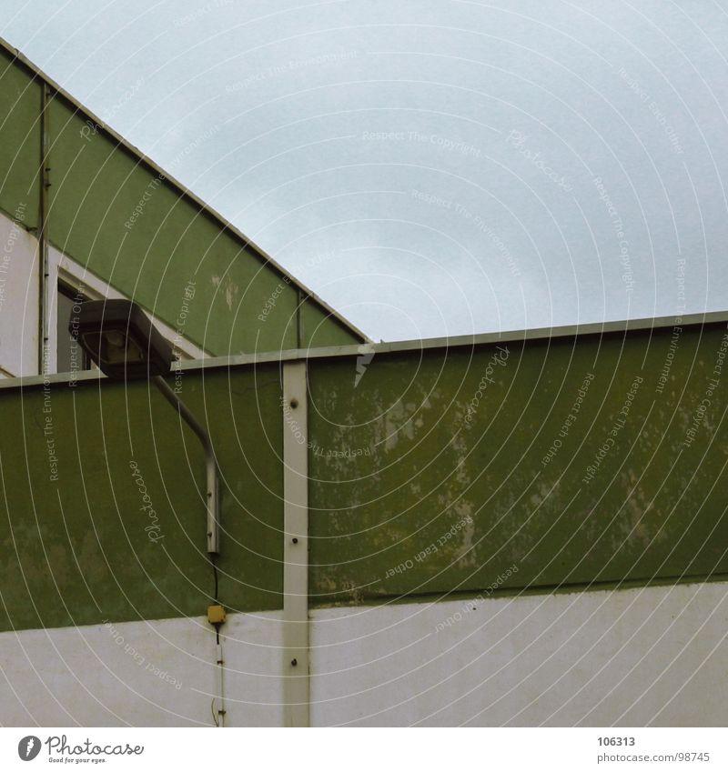 YOU HATE ME? FINE! THANKS! Himmel alt weiß grün Einsamkeit Fenster Mauer Gebäude Metall Lampe Deutschland Fassade gefährlich Elektrizität Kabel