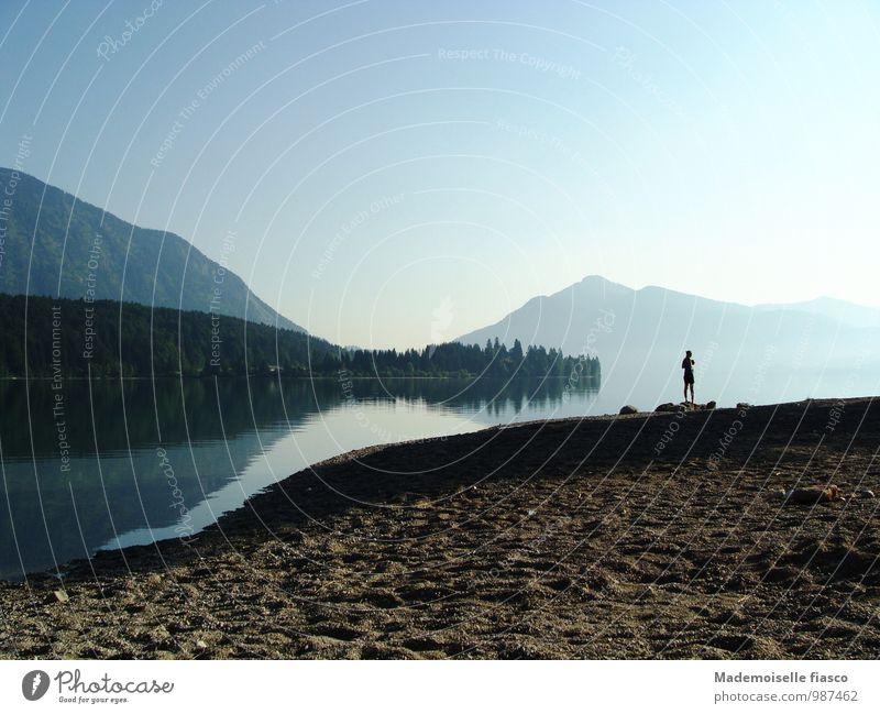 Idyllischer Sommermorgen Mensch Natur blau Wasser Sommer Erholung Einsamkeit Landschaft Ferne schwarz Wald Umwelt Berge u. Gebirge grau Freiheit außergewöhnlich