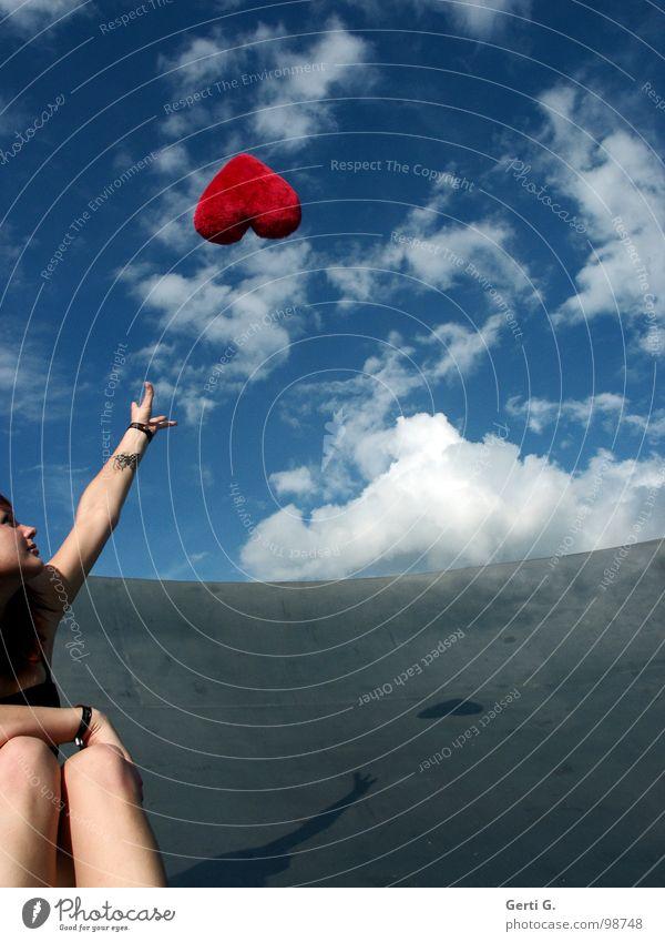 Fernbeziehung Frau Himmel weiß blau rot Freude Liebe Wolken Ferne Glück grau Herz gehen fliegen Dekoration & Verzierung Reinigen