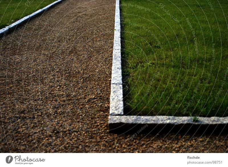 rasenkantensteinumdieecke Gras Park wandern Spaziergang gehen grün Kies Bordsteinkante l eingeschlossen Granit Garten Rasen Wege & Pfade Ecke um die ecke Zaun