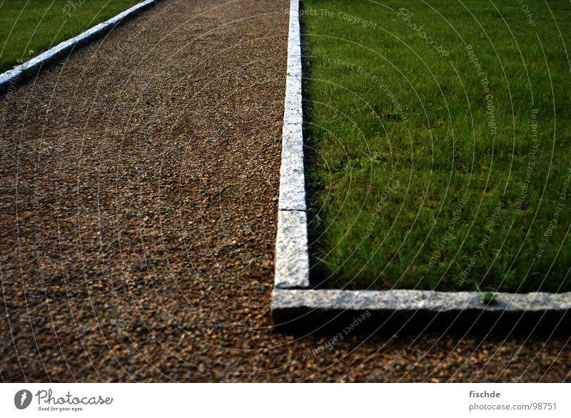 rasenkantensteinumdieecke grün Gras Garten Wege & Pfade Park wandern gehen Ecke Rasen Spaziergang Zaun Kies Bordsteinkante Granit l eingeschlossen