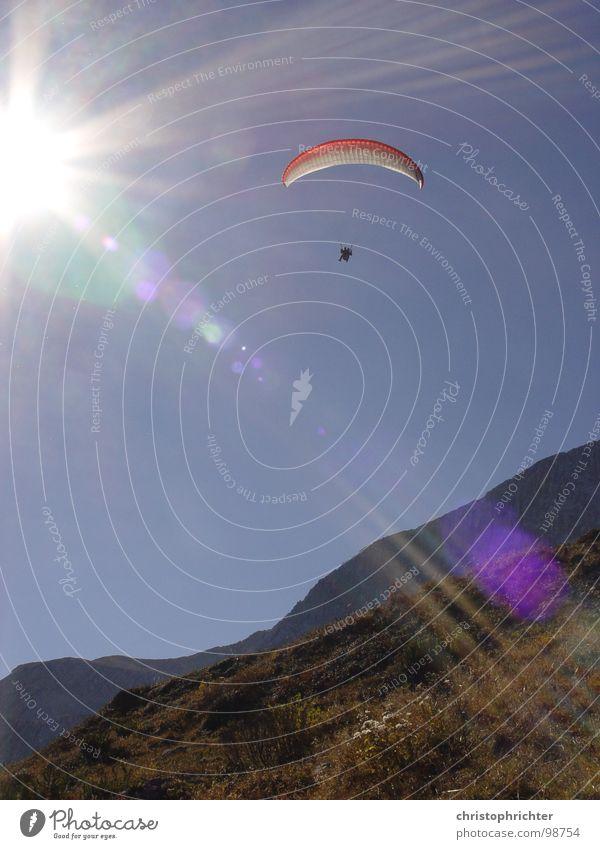 Gleitschirmflug Licht gleiten Sport Funsport fliegen Sonne Himmel Berge u. Gebirge Alpen