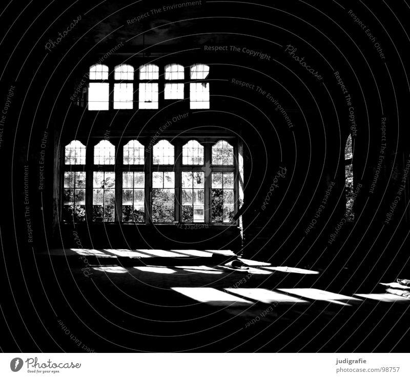 Heilstätte alt Einsamkeit Haus Fenster Gebäude Traurigkeit Raum Angst kaputt Vergänglichkeit verfallen gruselig schäbig Ruine Lagerhalle Schicksal