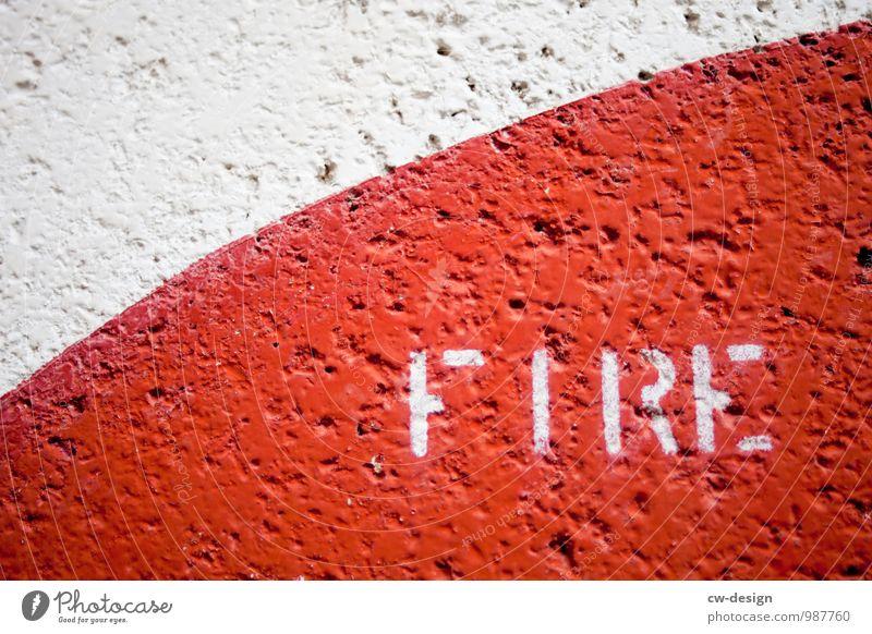 FIRE Farbe weiß rot Graffiti Wand Kunst Mauer Fassade Design Linie Schriftzeichen Kommunizieren Schilder & Markierungen Hinweisschild Feuer bedrohlich