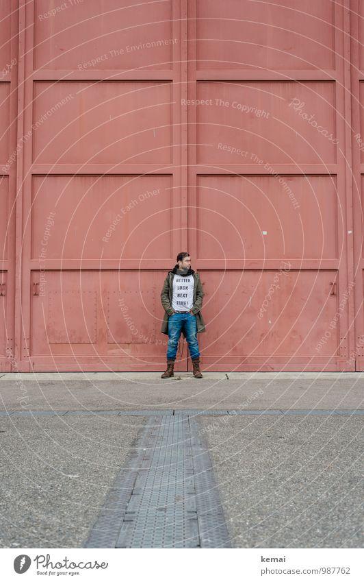 Better luck next time Mensch Jugendliche rot ruhig Junger Mann 18-30 Jahre Erwachsene Leben Stil Metall Lifestyle maskulin Tür Körper stehen warten