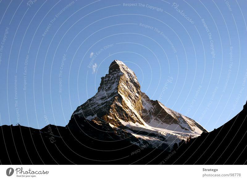 Matterhorn IV Zermatt Kanton Wallis Schweiz Gipfel Bergkette Bergsteiger wandern abseilen aufsteigen Bergwanderung Bergkamm Wolken Macht erhaben groß schön