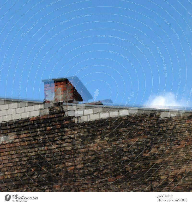 Scheiben Kleister II Wolken Kreuzberg Haus Schornstein Backstein einfach oben trist blau Einsamkeit Nervosität verstört Stil Surrealismus Vergangenheit