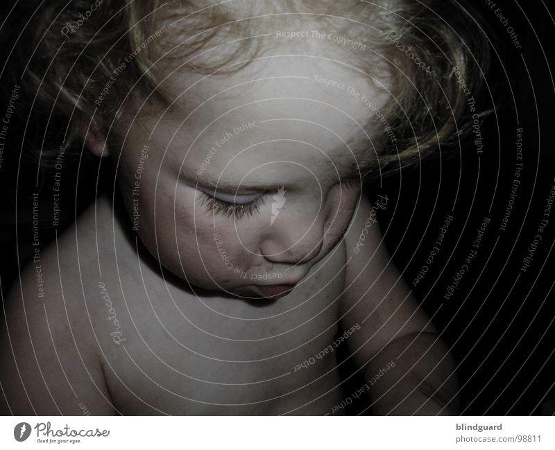Kleiner Dreckspatz [II] Mensch Kind Mädchen Gesicht Auge dunkel Haare & Frisuren Mund dreckig Arme klein Nase süß Konzentration niedlich Kleinkind