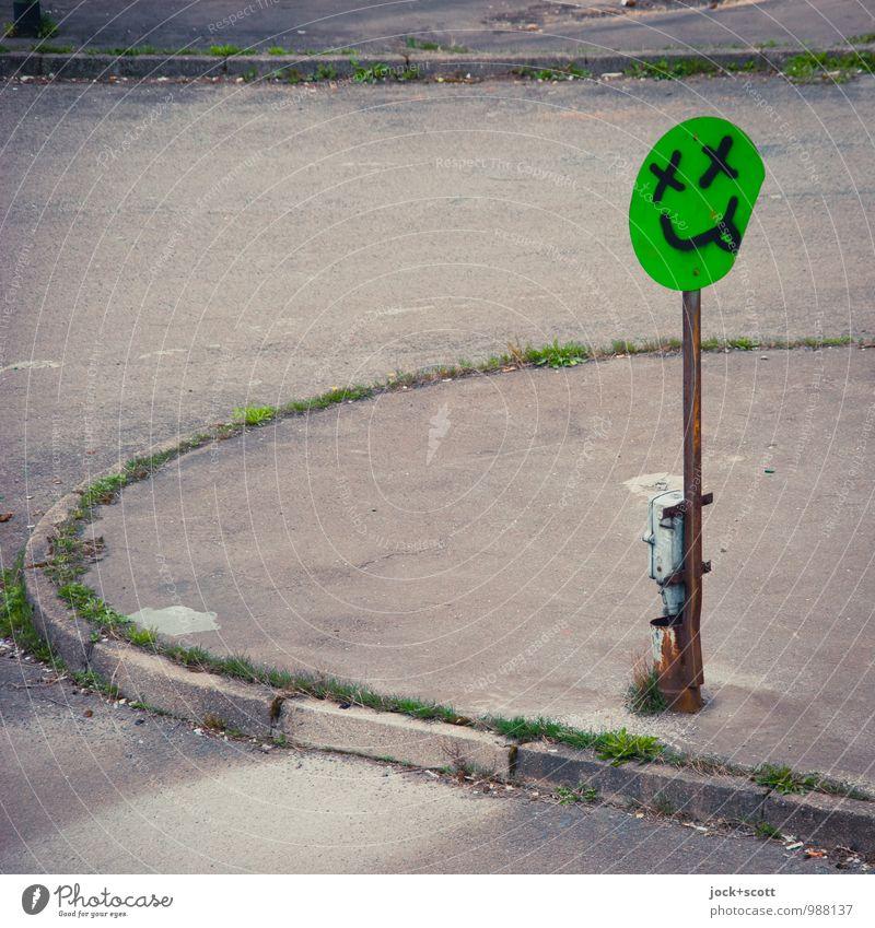 """""""DON'T DRINK AND DRIVE"""" grün Sommer Freude Graffiti grau außergewöhnlich nachdenklich stehen Kreativität bedrohlich Coolness retro Bürgersteig Verfall frech Alkoholisiert"""
