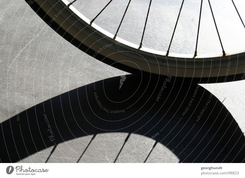 speicherios II weiß schwarz Spielen Fahrrad Bahnhof Flur Mantel Säule Schlauch Orientierung Schattenspiel Speichen Felge Reflektor orientierungslos
