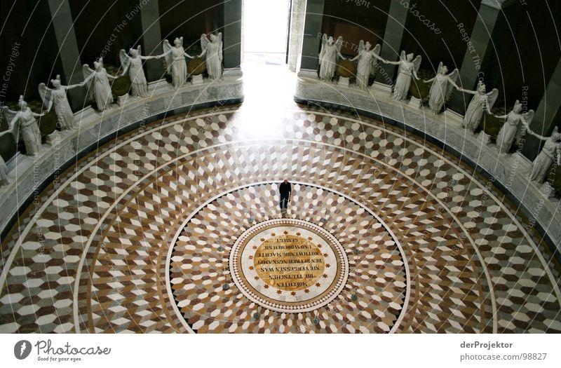 umzingelt Mensch Einsamkeit Architektur Kreis Engel Denkmal Skulptur Ornament Portal