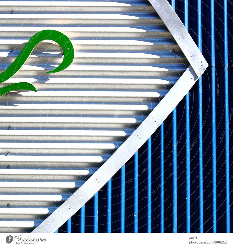 grüne Welle Haus Industrieanlage Bauwerk Gebäude Architektur Mauer Wand Fassade Schilder & Markierungen Linie Streifen modern Stadt blau grau weiß Farbfoto