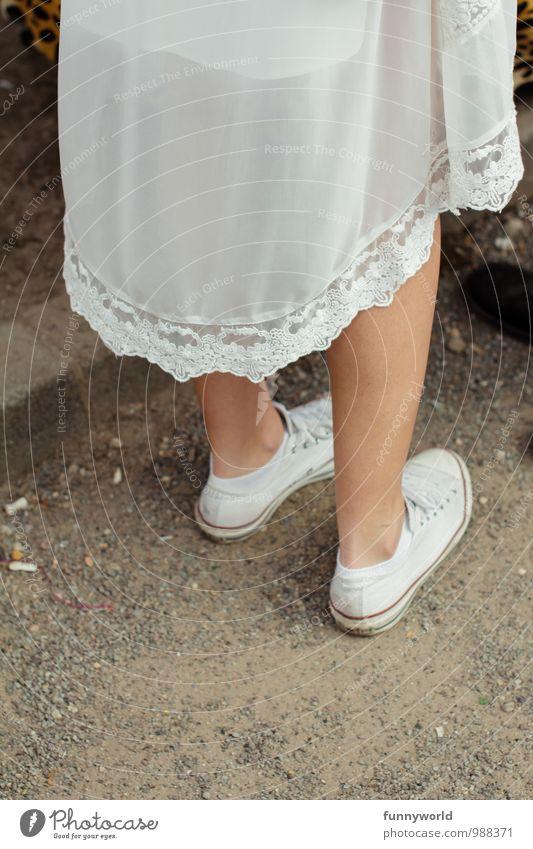 Geist mit Chuckys Beine Fuß 1 Mensch Mode Rock Kleid Nachthemd Schuhe Turnschuh Chucks stehen trendy einzigartig Hipster Spitze durchsichtig weiß schick Stil