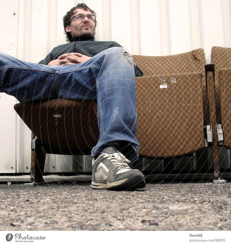 ...in die Ferne Mensch Mann Erholung träumen Denken sitzen Industrie Pause Möbel Sessel Blech 13 Kinosessel