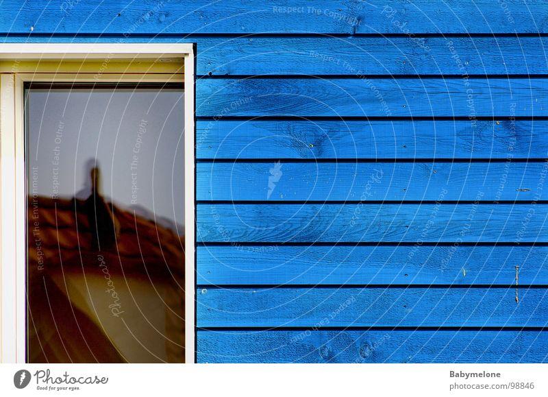 mein Nachbar blau Haus Wand Fenster Holz Teilung Schweden Symmetrie Holzwand Skandinavien Holzleiste Holzhaus Niedrigenergiehaus