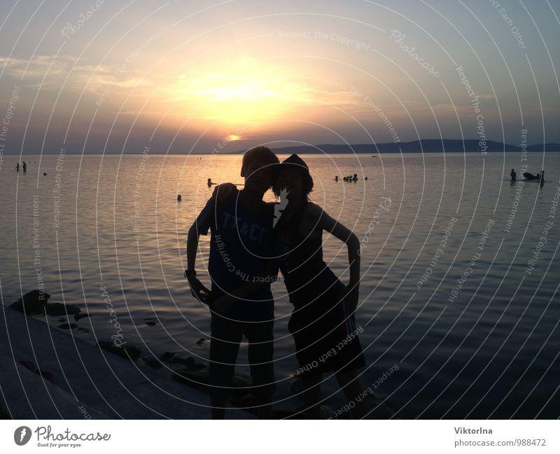 Sonnenuntergang am Balaton Mensch Kind Natur Jugendliche Wasser Sommer Sonne Strand Liebe Glück Schwimmen & Baden See Stimmung Paar Freundschaft Zusammensein