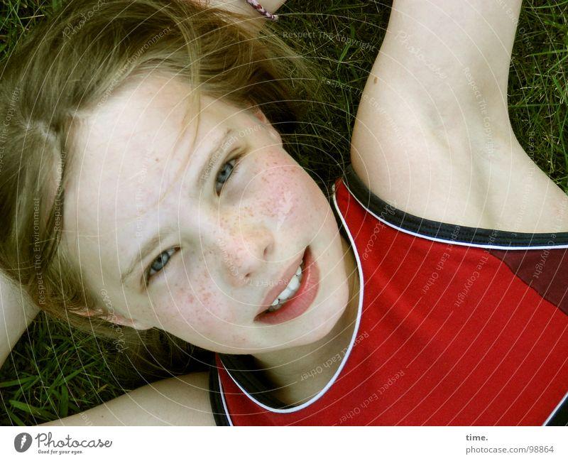 Wenn der Sommer nicht mehr weit ist ... [III] schön Mädchen Freude Auge Erholung Wiese Kopf lachen Garten Zufriedenheit blond liegen T-Shirt Vertrauen Kind