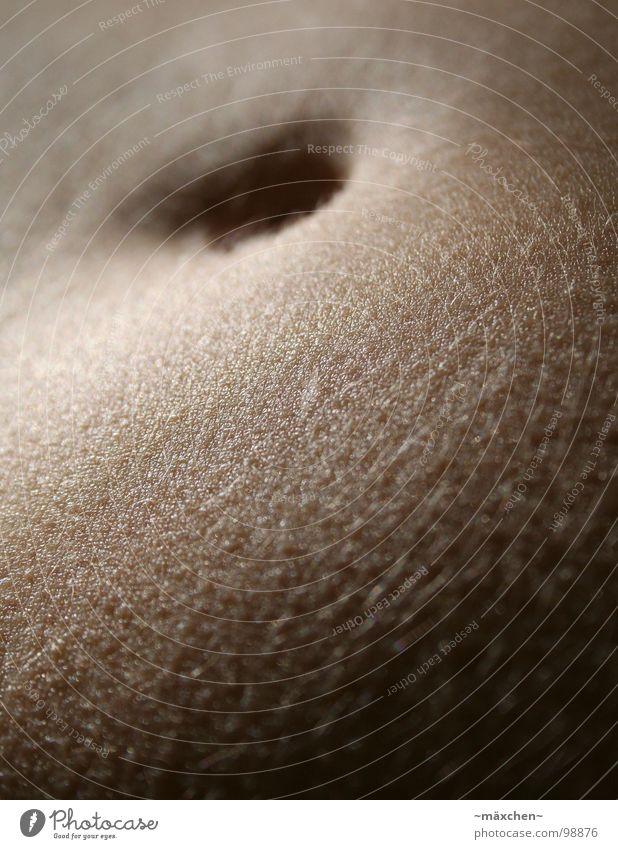 schöööner Bauch II Bauchnabel Pore schön dick dünn dunkel Tiefenschärfe behüten Makroaufnahme Nahaufnahme belly Haut Haare & Frisuren skin hair Glätte Loch
