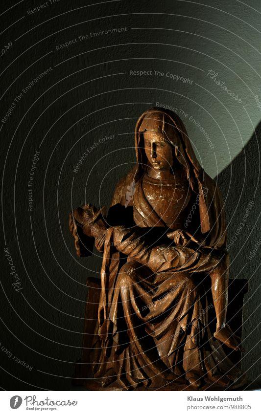 Maria schön schwarz Erwachsene Traurigkeit Gefühle feminin Liebe Tod grau Holz braun Kunst maskulin Kirche Romantik Zeichen
