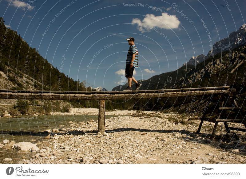 schmaler Grad Mensch Mann Sommer Wolken Stil Berge u. Gebirge Holz Stein gehen laufen Brücke Coolness Bayern Bach lässig Pfosten