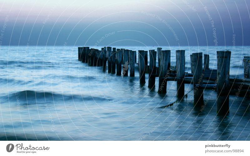 endlose Weiten... ;c) Natur Wasser alt Himmel weiß Meer blau Strand schwarz Einsamkeit Holz Traurigkeit See Sand Wellen Küste