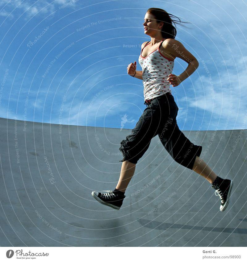 athletic Frau Mensch Himmel weiß blau Freude Wolken Sport Bewegung Läufer Gesundheit Körper laufen rennen Turnschuh Freizeit & Hobby
